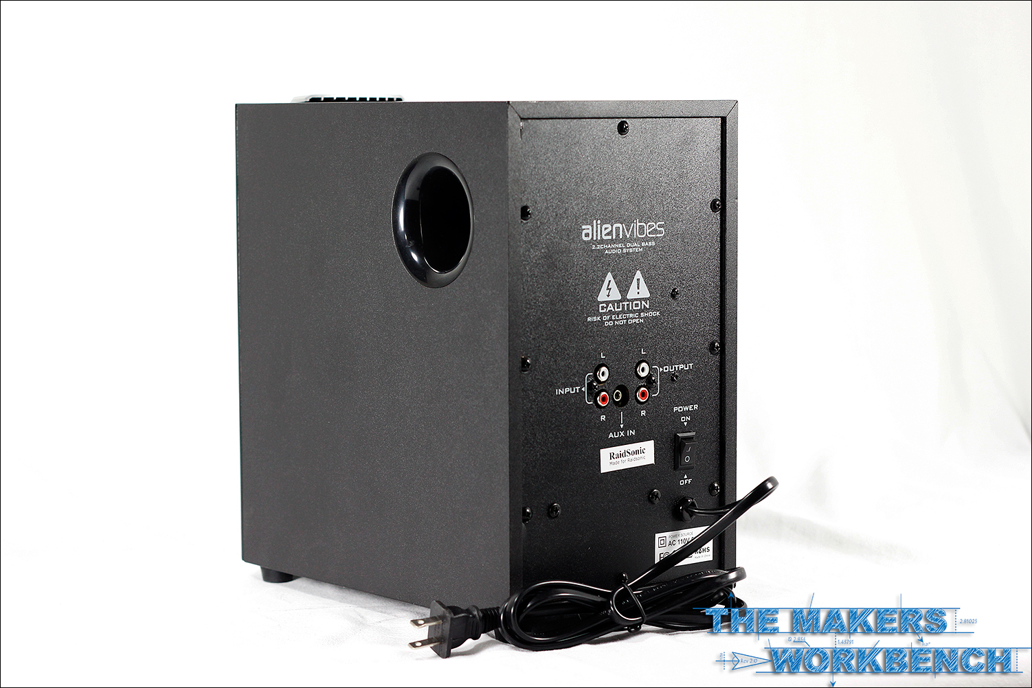 Makers Workbench Reviews AlienVibes W402 2.1 Channel PC speaker system.